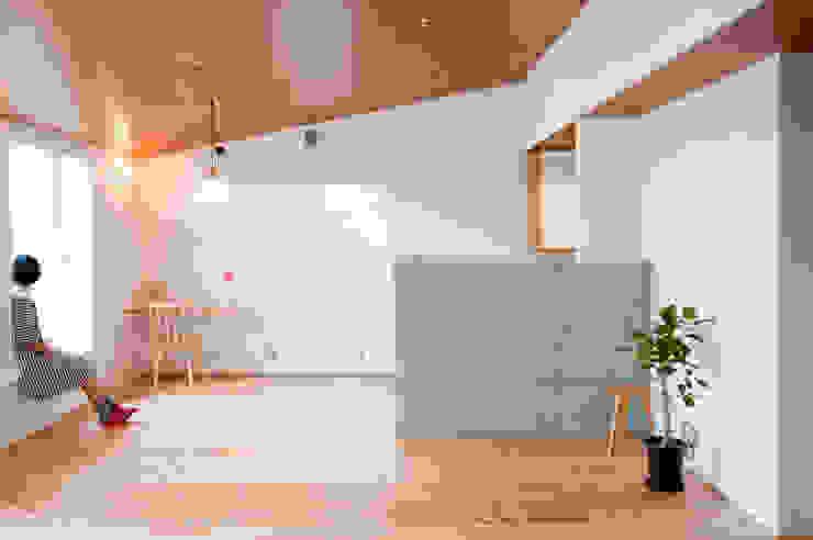Ruang Keluarga by 横山浩之建築設計事務所