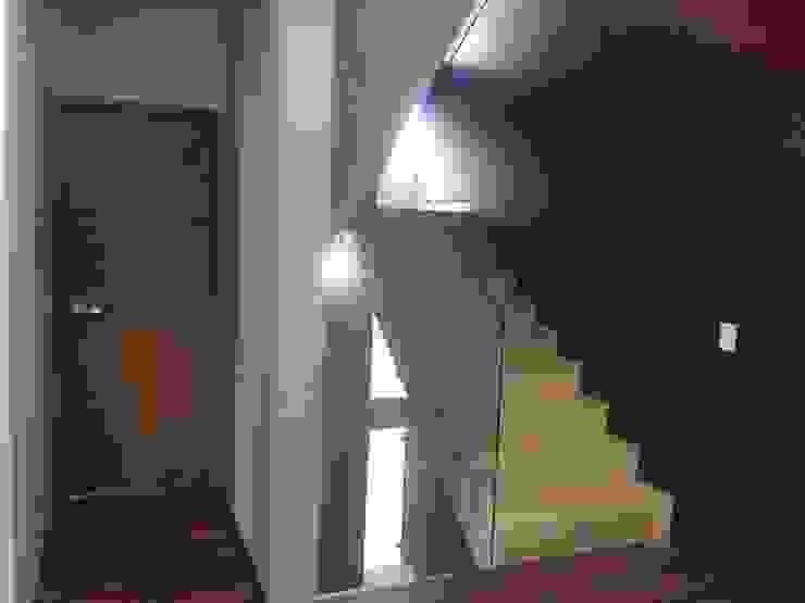 EL ORIGEN Arquimia Arquitectos Pasillos, vestíbulos y escaleras modernos