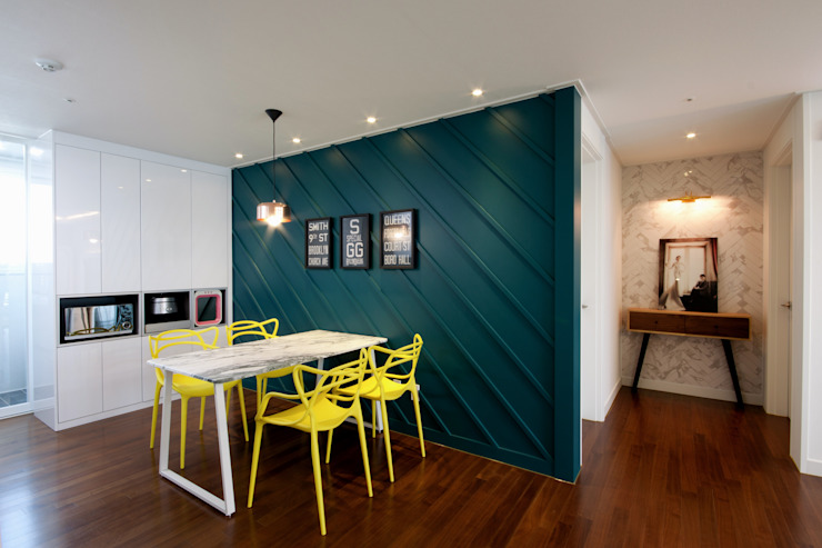 Classic style dining room by 디자인투플라이 Classic