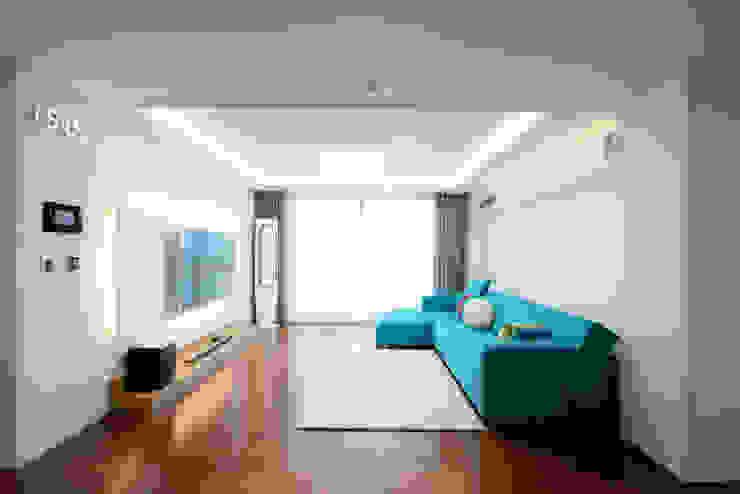 Salas de estilo clásico de 디자인투플라이 Clásico