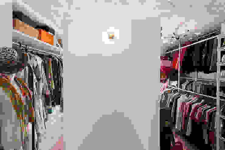Vestidores de estilo moderno de 株式会社ブルースタジオ Moderno