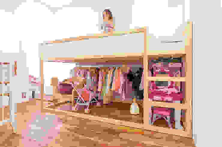 A邸-ワークスペースに夫婦それぞれの空間: 株式会社ブルースタジオが手掛けた子供部屋です。,