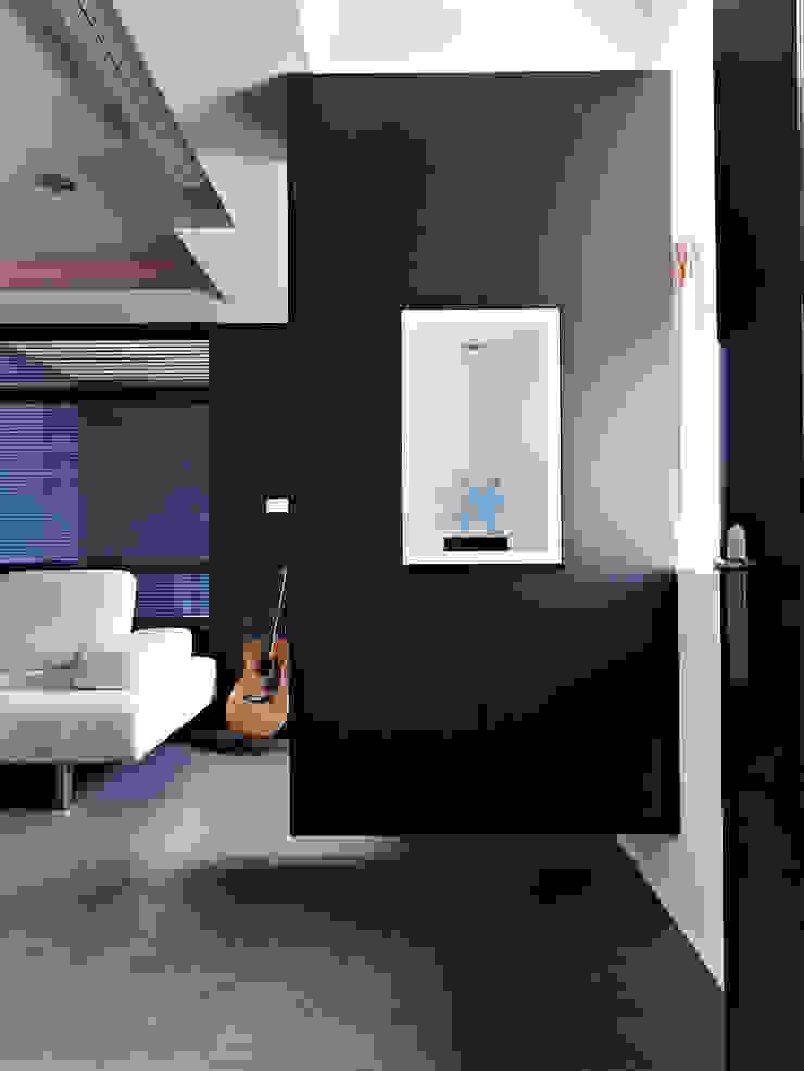 美式都會的時尚風格-寫意人生的輕快節奏 現代風玄關、走廊與階梯 根據 采金房 Interior Design 現代風