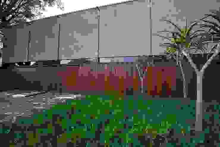 Facade Modern houses by www.mezzanineinteriors.co.za Modern