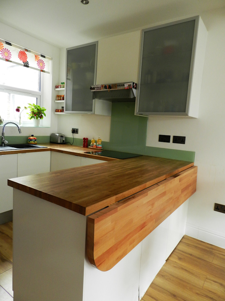 Folding table to save space in open space dining-kitchen by XTid Associates Classic Wood Wood effect