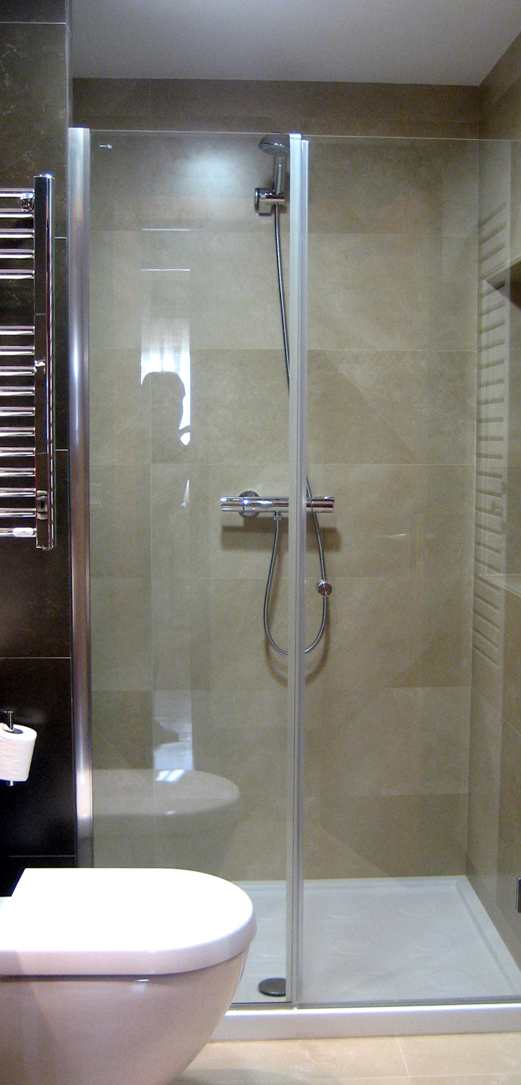 Shower room Classic style bathroom by XTid Associates Classic