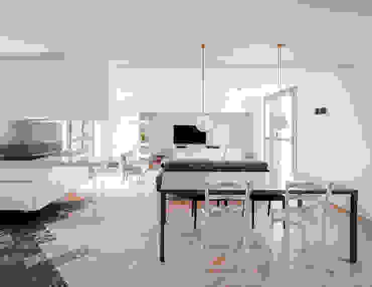 Salones de estilo minimalista de stefania eugeni Minimalista