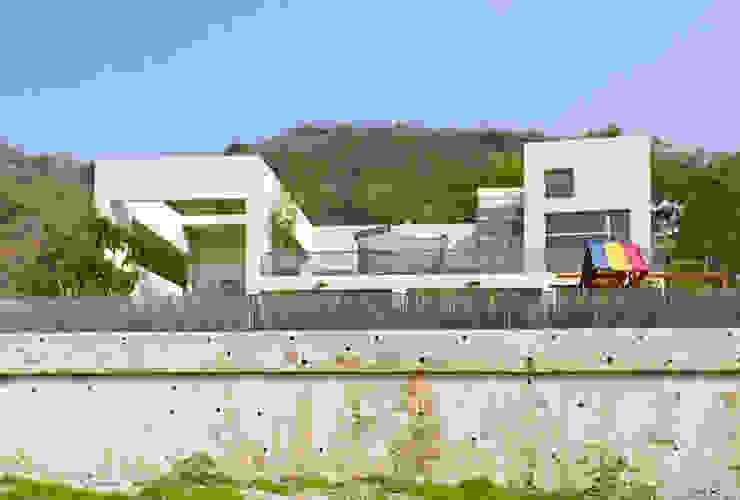 FACHADA TRASERA Casas minimalistas de Excelencia en Diseño Minimalista Hierro/Acero