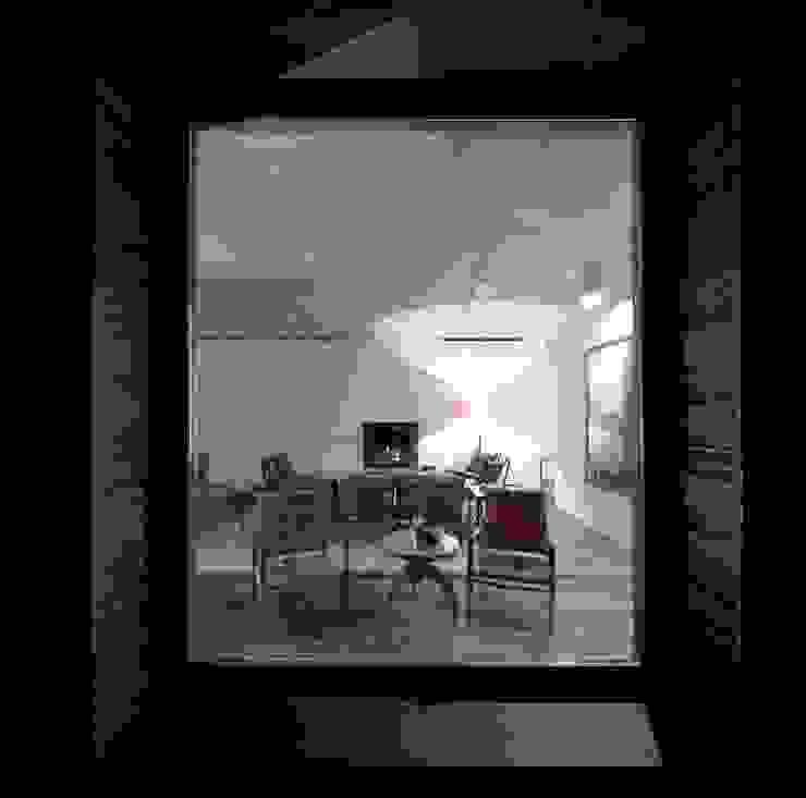 Livings modernos: Ideas, imágenes y decoración de Menos é Mais - Arquitectos Associados Moderno