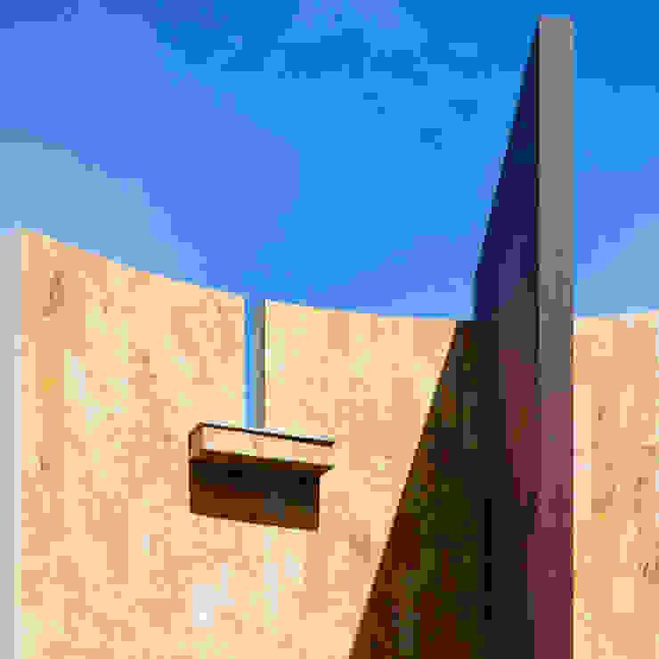 DETALLE DE INGRESO Casas minimalistas de Excelencia en Diseño Minimalista Piedra
