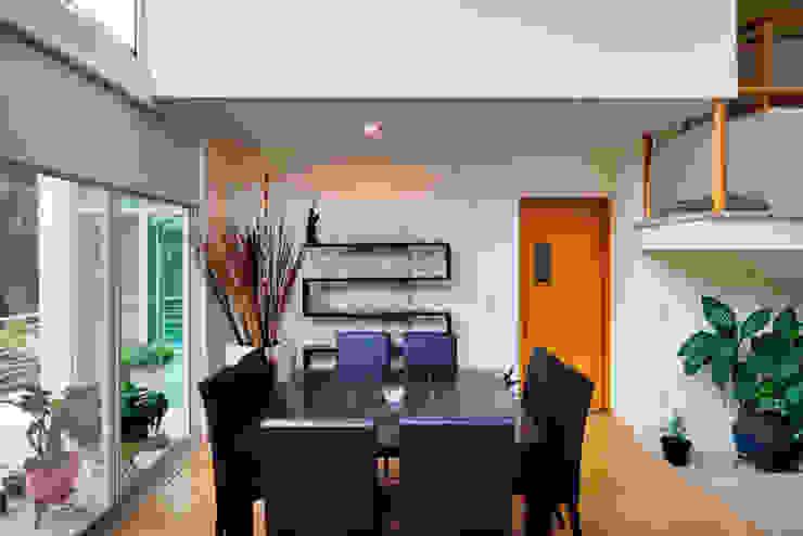 COMEDOR Comedores de estilo minimalista de Excelencia en Diseño Minimalista Derivados de madera Transparente