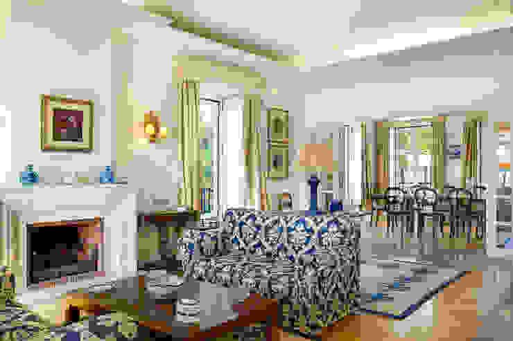 غرفة المعيشة تنفيذ Pedro Brás - Fotógrafo de Interiores e Arquitectura | Hotelaria | Alojamento Local | Imobiliárias , كلاسيكي