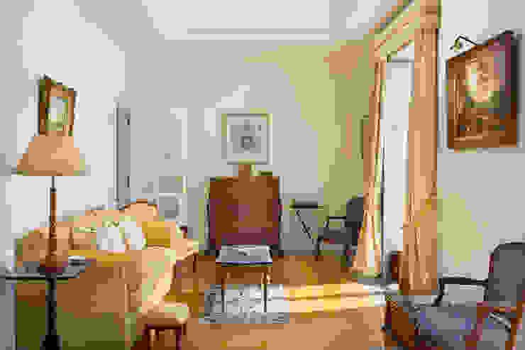 غرفة المعيشة تنفيذ Pedro Brás - Fotógrafo de Interiores e Arquitectura | Hotelaria | Alojamento Local | Imobiliárias ,