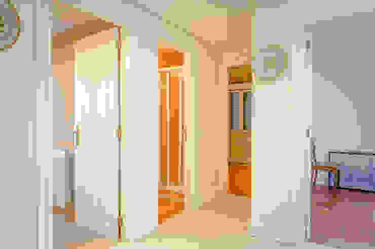 Camera da letto in stile classico di Pedro Brás - Fotógrafo de Interiores e Arquitectura | Hotelaria | Alojamento Local | Imobiliárias Classico