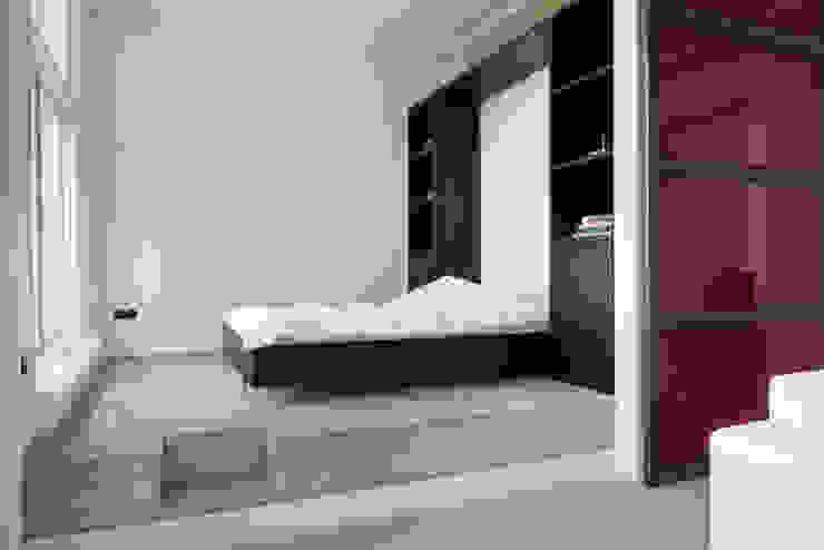 slaapkamer op podium Industriële slaapkamers van IJzersterk interieurontwerp Industrieel