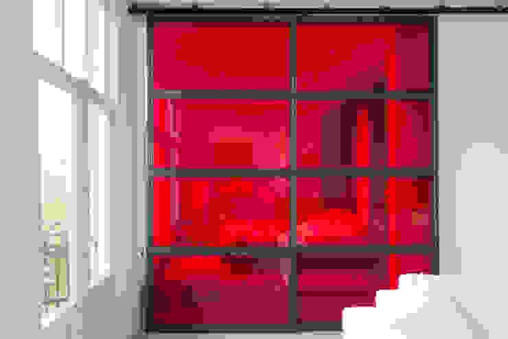 rode industriele schuifdeuren Industriële slaapkamers van IJzersterk interieurontwerp Industrieel Glas