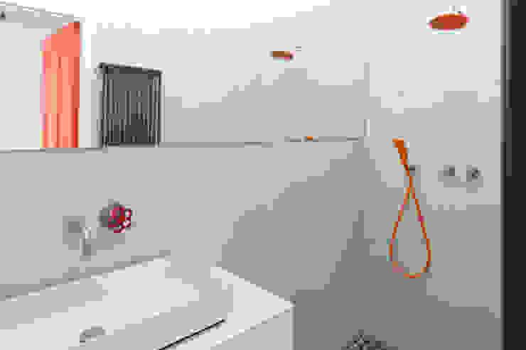 badkamer met onverwachte kleuren Eclectische badkamers van IJzersterk interieurontwerp Eclectisch Beton