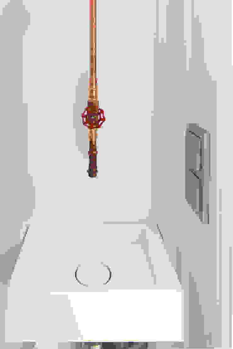 toilet met koperen kraan Eclectische badkamers van IJzersterk interieurontwerp Eclectisch
