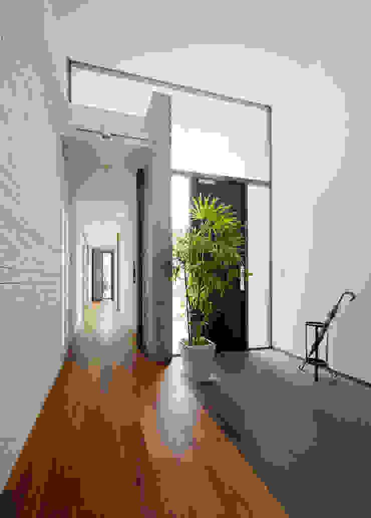 玄関 モダンな 家 の H建築スタジオ モダン