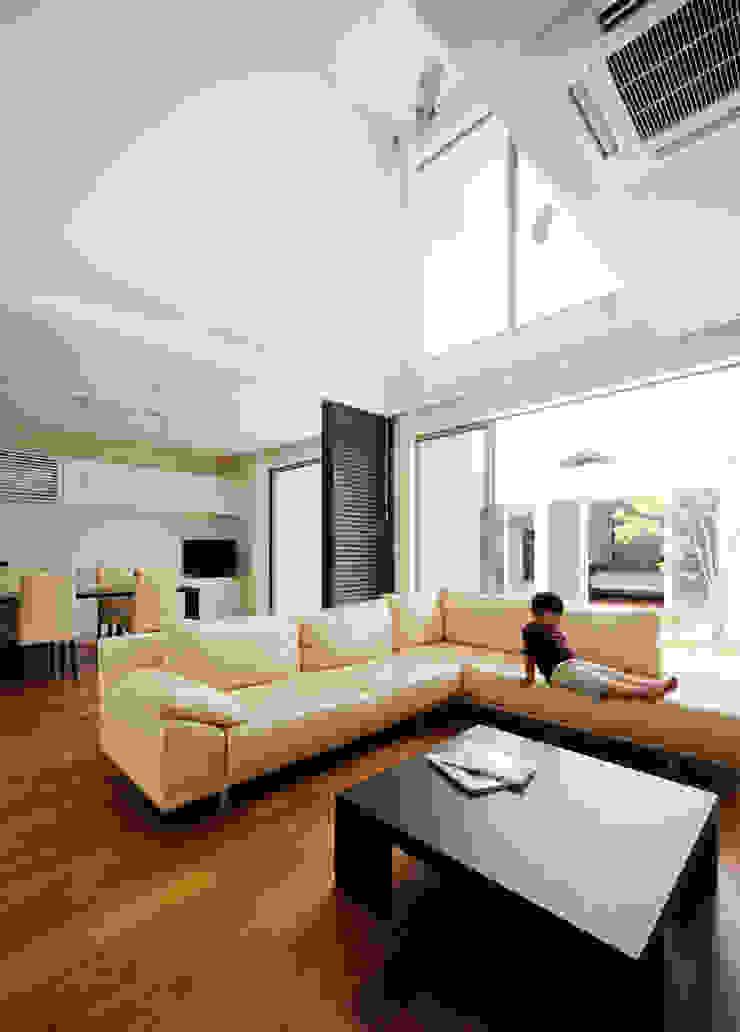 リビング2 モダンな 家 の H建築スタジオ モダン