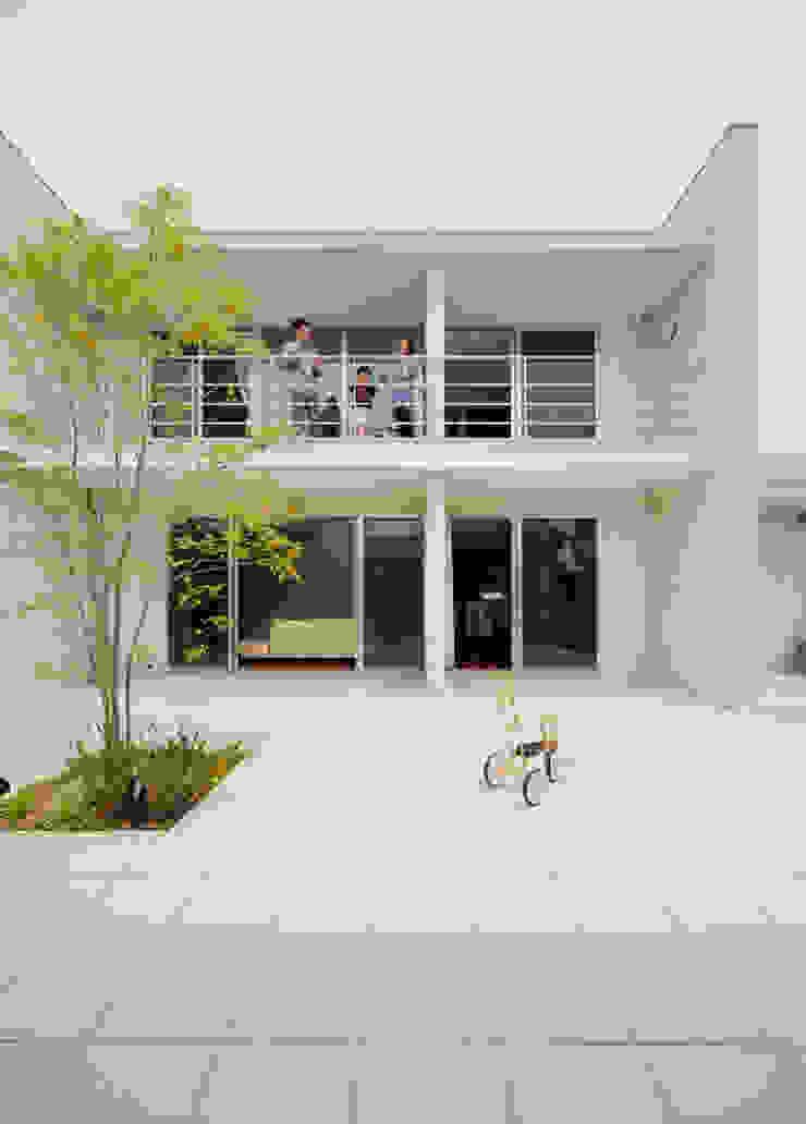 中庭 モダンな 家 の H建築スタジオ モダン