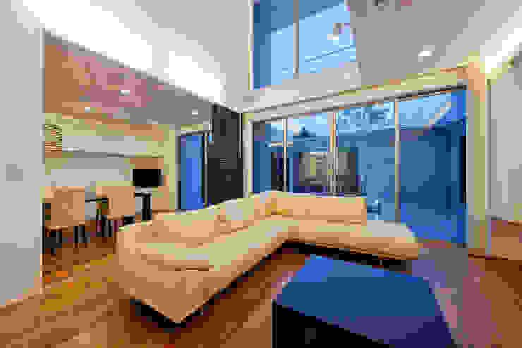 リビング4 モダンな 家 の H建築スタジオ モダン