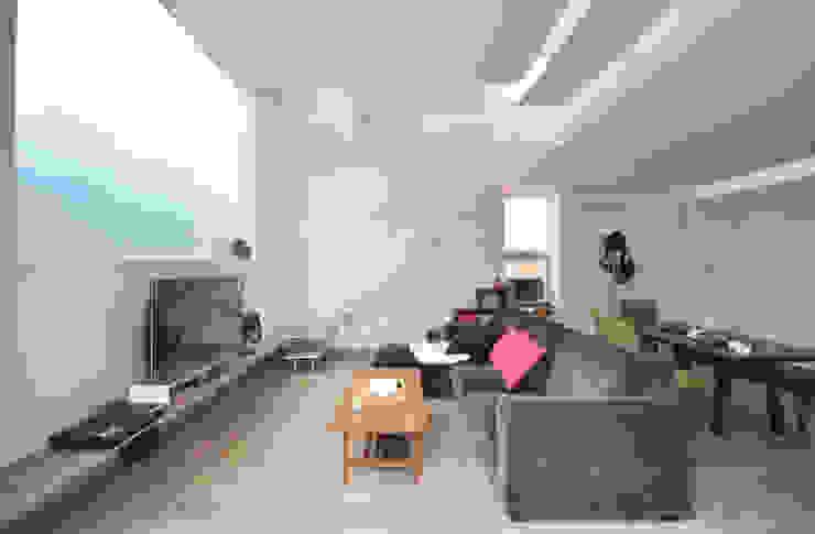 SMZT-HOUSE モダンデザインの リビング の 門一級建築士事務所 モダン