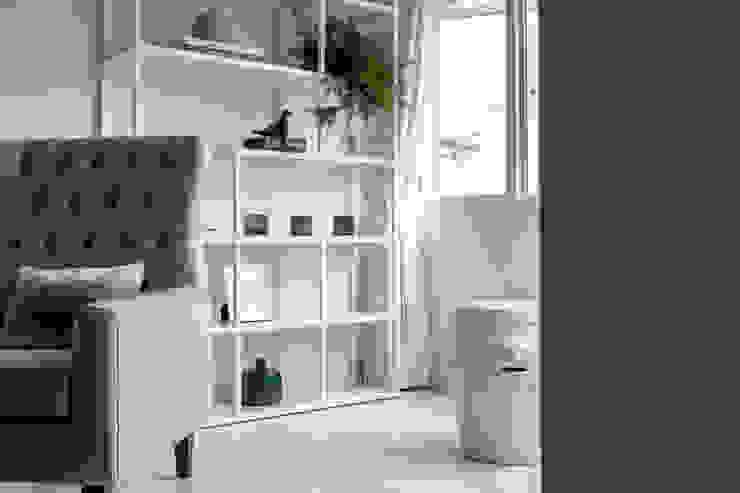 Skandinavische Wohnzimmer von 潤澤明亮設計事務所 Skandinavisch