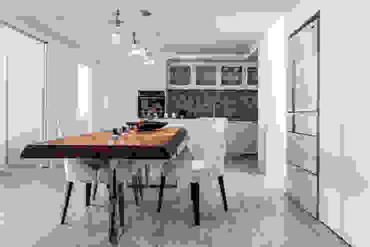 Scandinavian style dining room by 潤澤明亮設計事務所 Scandinavian