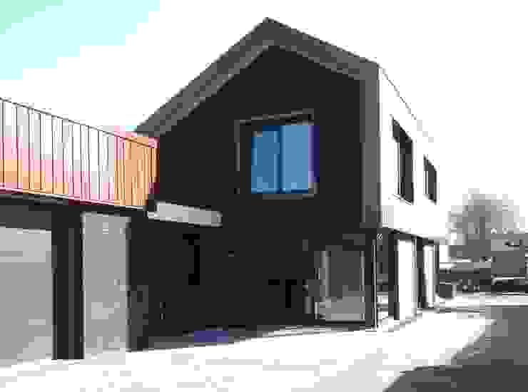 Achterzijde villa Industrial style houses by Villa Delphia Industrial