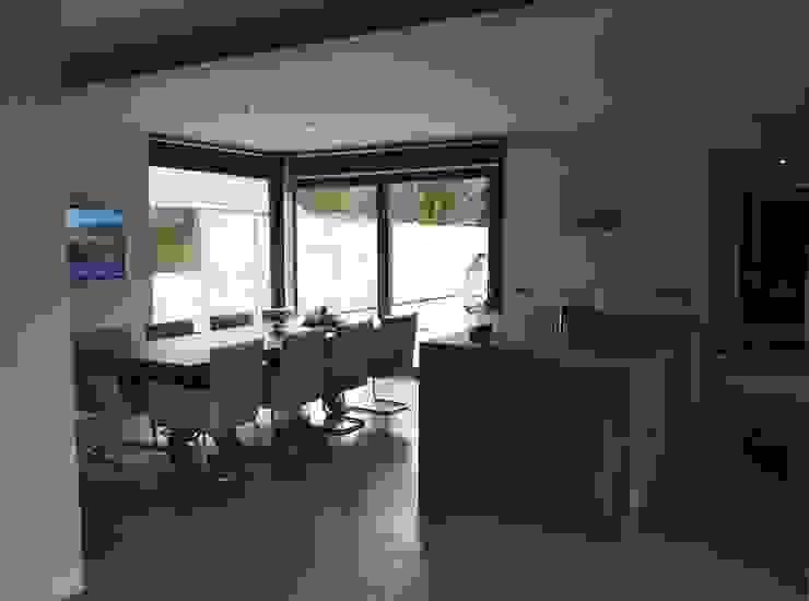 Riante woonkeuken Industrial style dining room by Villa Delphia Industrial