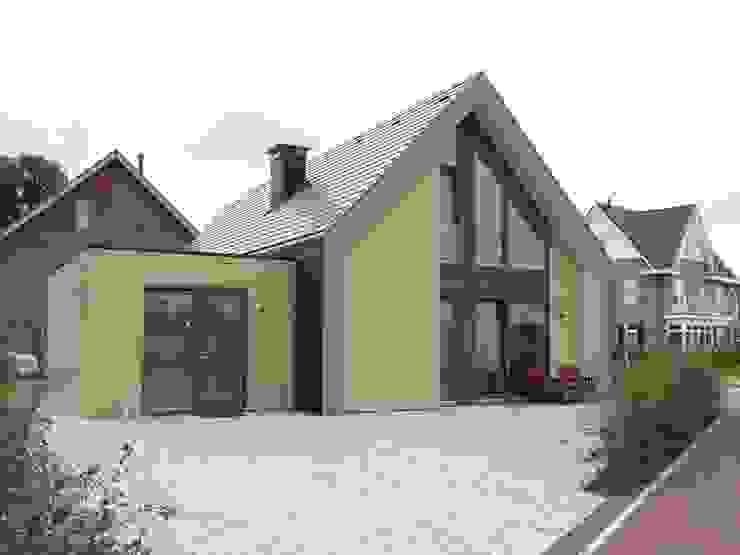 Achterzijde villa Modern houses by Villa Delphia Modern
