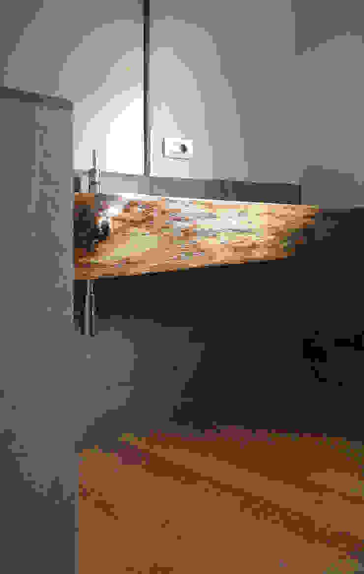 Modern bathroom by Architetto Luigi Pizzuti Modern Solid Wood Multicolored