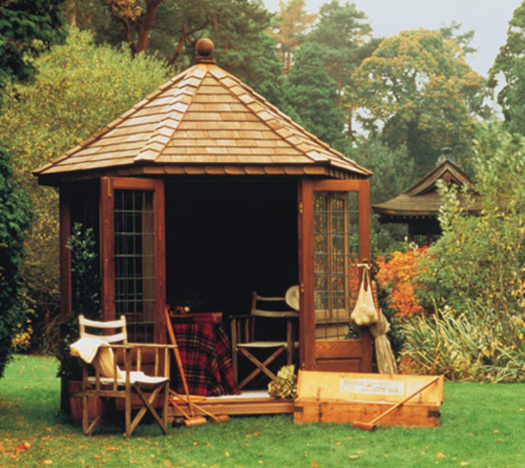 Windsor Summerhouse Country style garden by Chelsea Summerhouses Ltd Country Wood Wood effect