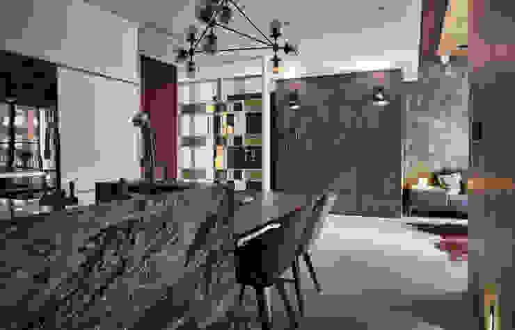 The Metaphor of Residence─冠德鼎極.居所的隱喻 現代廚房設計點子、靈感&圖片 根據 DYD INTERIOR大漾帝國際室內裝修有限公司 現代風