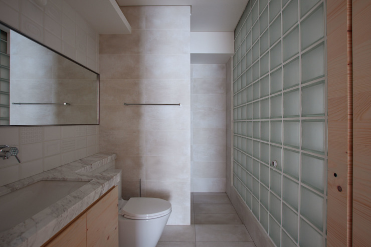 Minimalist style bathroom by 六相設計 Phase6 Minimalist