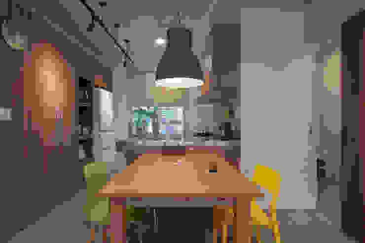 ZNY house 珞石設計 LoqStudio Modern Dining Room