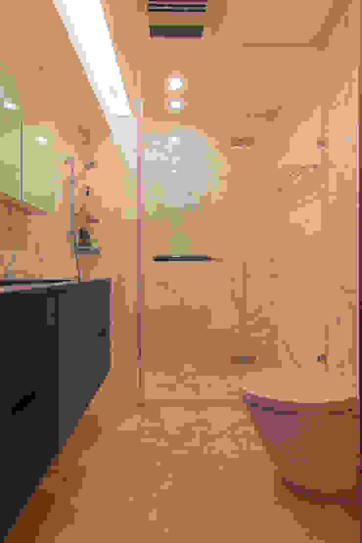 ZNY house 珞石設計 LoqStudio Modern Bathroom