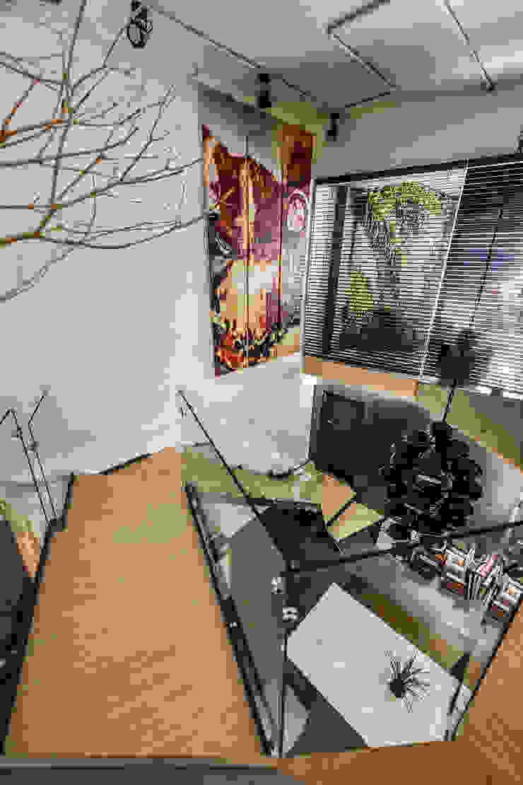 四季 (Luova創研俬.集) 隨意取材風玄關、階梯與走廊 根據 Luova 創研俬.集 隨意取材風 木頭 Wood effect