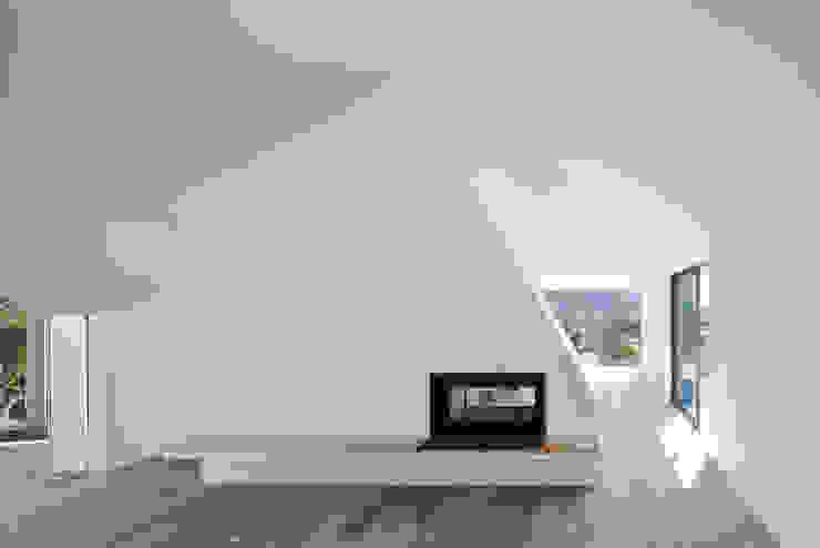 by Menos é Mais - Arquitectos Associados Modern