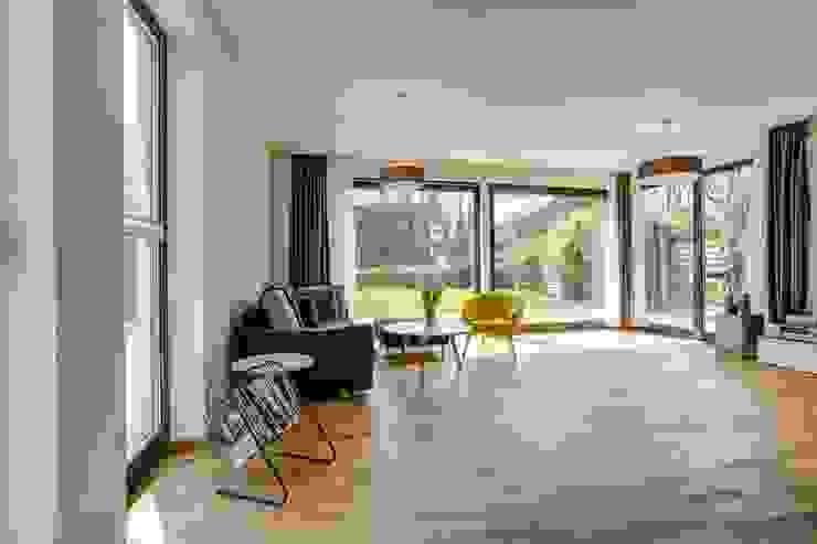 Living room by Architekturbüro Prell und Partner mbB Architekten und Stadtplaner