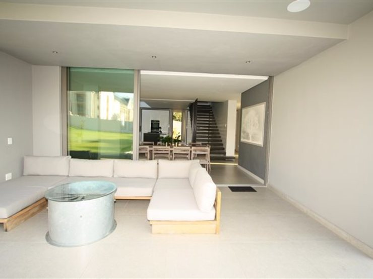 Lounge E2 Architects Living room Grey