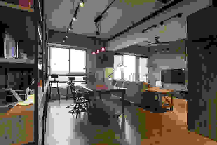 Dining room by 珞石設計 LoqStudio,