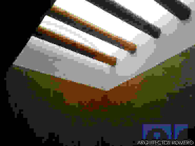 Detalle de domos en baño Baños coloniales de Arquitectos Romero Colonial Madera Acabado en madera