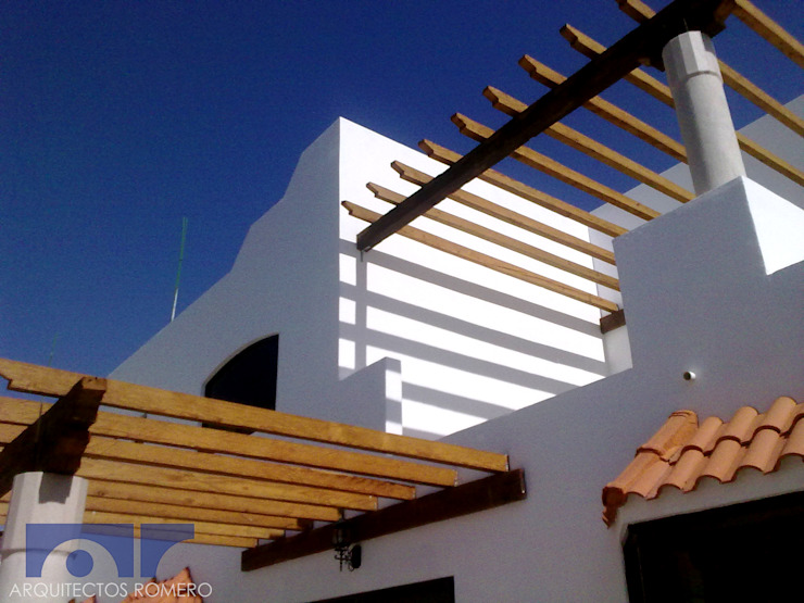 Detalle de terrazas Balcones y terrazas coloniales de Arquitectos Romero Colonial Madera Acabado en madera