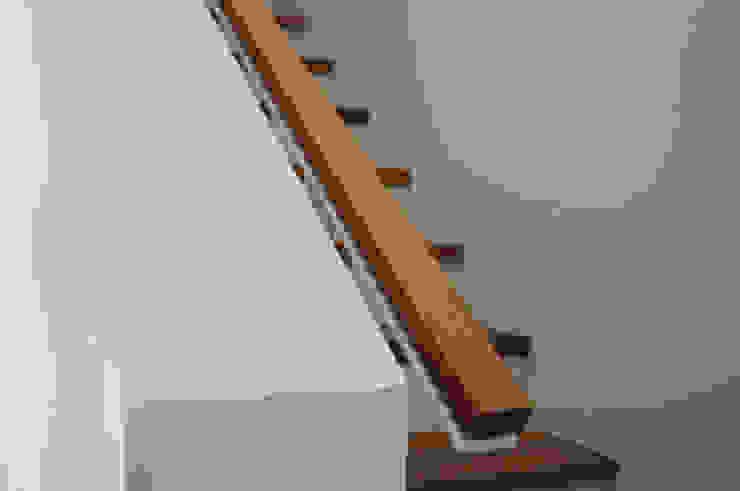 Hành lang, sảnh & cầu thang phong cách hiện đại bởi GRIMM ARCHITEKTEN BDA Hiện đại