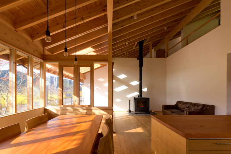Гостиная в . Автор – エイチ・アンド一級建築士事務所 H& Architects & Associates