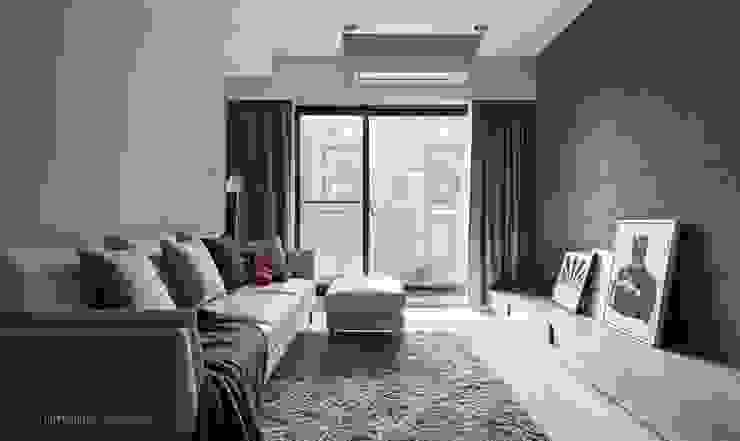 東京中城 潘宅 现代客厅設計點子、靈感 & 圖片 根據 思維空間設計 現代風