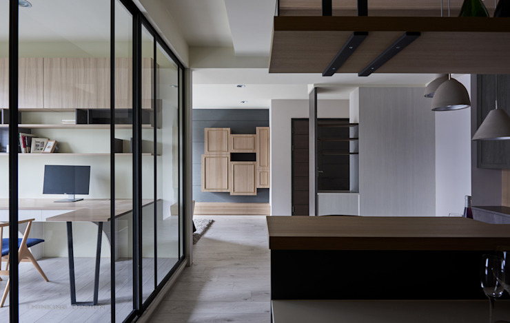 東京中城 潘宅 現代風玄關、走廊與階梯 根據 思維空間設計 現代風