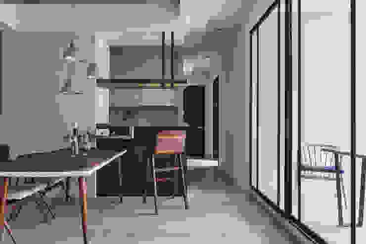 Modern dining room by 思維空間設計 Modern